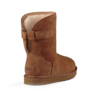 NEVER WORN, BRAND NEW Chestnut Ugg